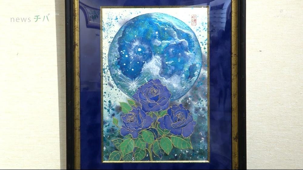 和紙に墨や金箔等を使って絵を描く日本画家 小笠原明代さんの個展 船橋市で開催