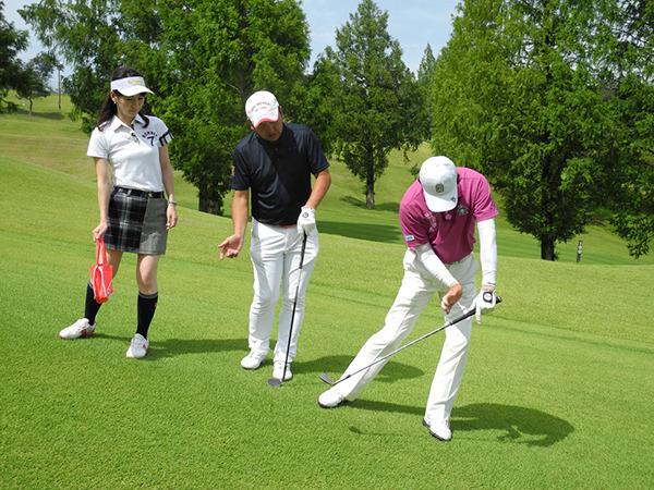 牧野裕のEnjoy Golf~左足下がりのアプローチについて~