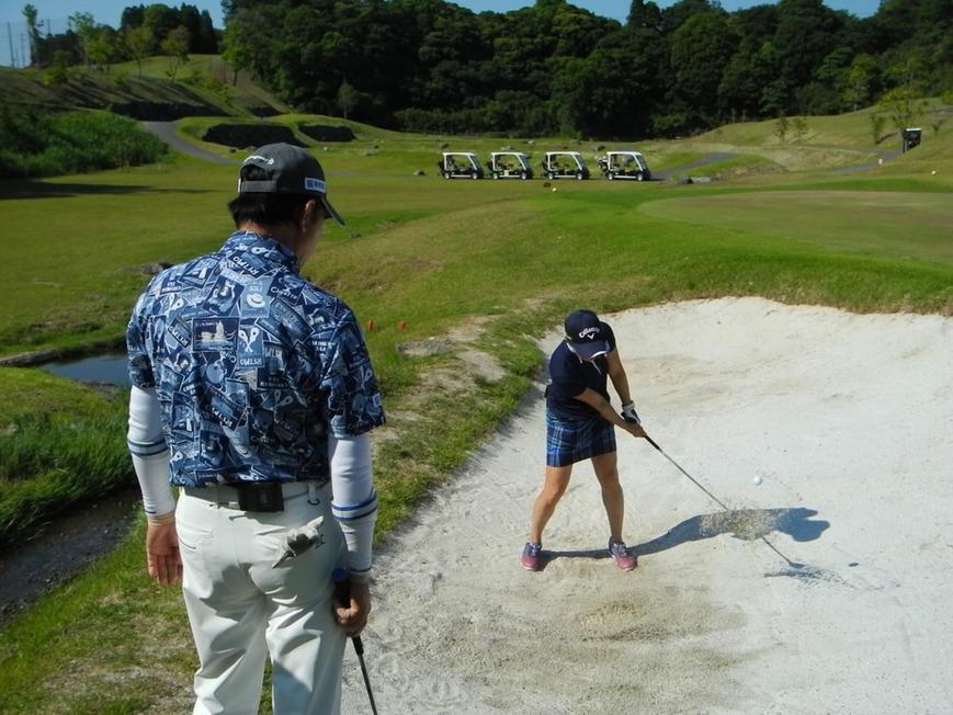 牧野裕のEnjoy Golf~バンカーショットで砂の少ない場合について